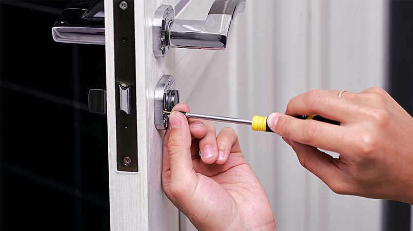 Thợ sửa khóa cửa tại nhà Huế