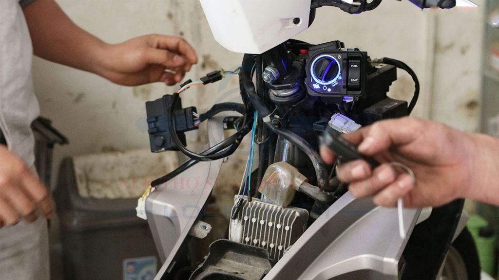 thay ổ khóa xe máy